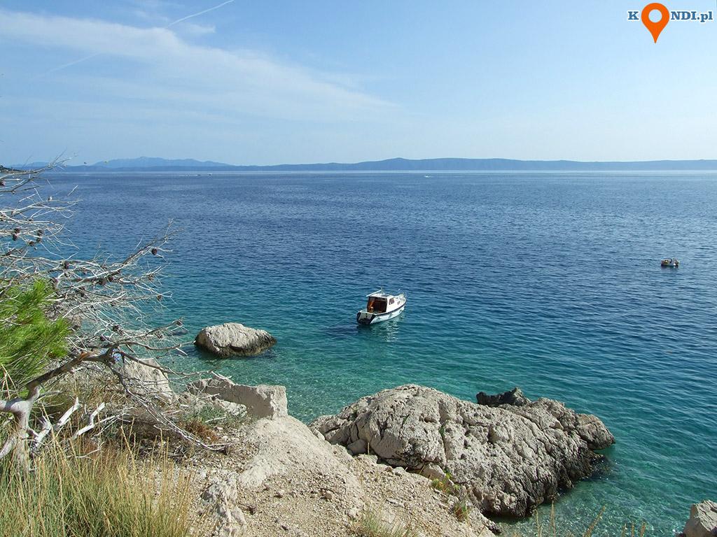 Chorwacja Krvavica - Liczne skałki i ukryte mini plaże to raj dla naturystów