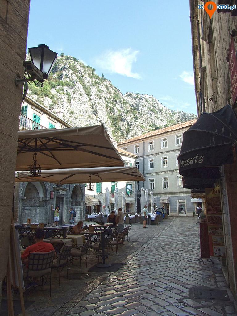 Czarnogóra Kotor - Urokliwe placyki to domena Kotoru